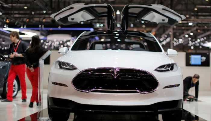 The Tesla Model X with those crazy Falcon doors. Looks cool right? I hope they're worth 2 years delay! Picture Credit: http://fortune.com/2015/03/19/tesla-model-x/